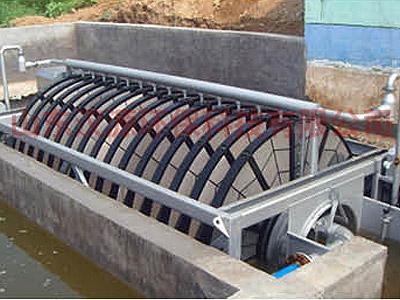 中水过滤设备  概述: 纤维转盘滤池区别于传统的砂滤工艺,设备核心是